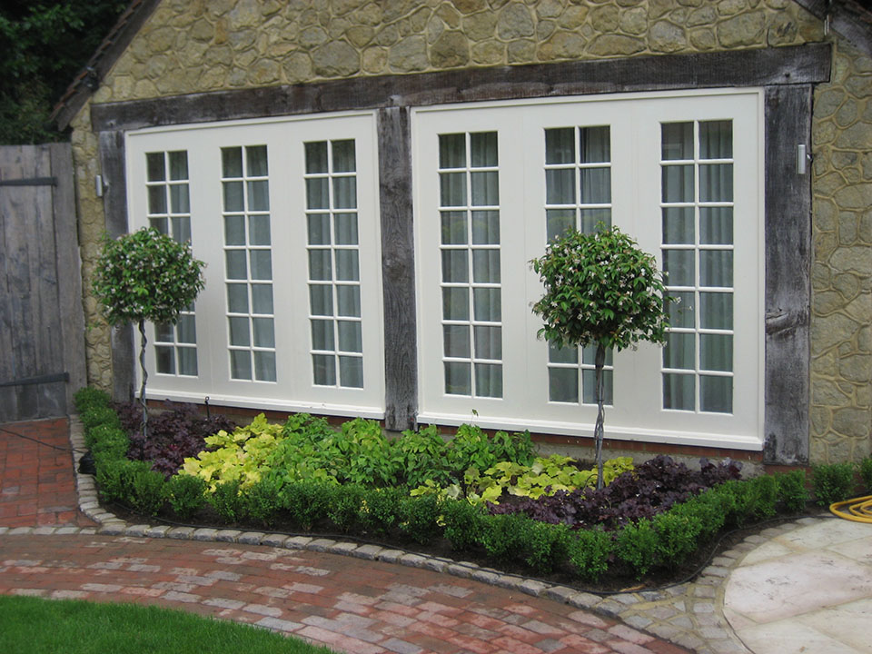 Garden design and landscaping services in Surrey Sussex and